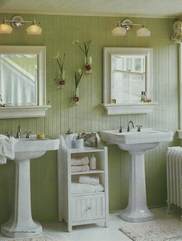 Green wainscoting on bathroom walls 1 chroniques d 39 une for Green painted bathroom ideas