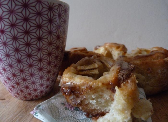 cinnamon rolls aux pommes et au sirop d'érable