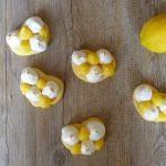 Mini tartes coeur au citron meringuées