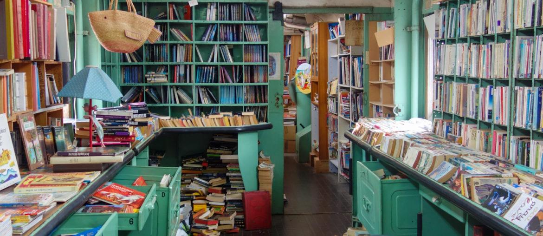 La Caverne aux livres : une librairie dans un train postal